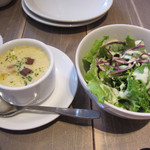 63740889 - 芽キャベツと魚介のトマト煮込みのフレンチトーストプレートのサラダとスープ