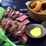 肉卸直営 大衆肉酒場 きたうち - 1703 肉卸直営 大衆肉酒場 きたうち 中津店 コース@3,000円 肉塊ステーキ(400g(4人前))、オニオンリング、ポテトフライ