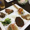 悦 - 料理写真:サラダ、ハンバーグ、南蛮漬け、タンドリーチキン、小松菜お浸し、グラタン、等