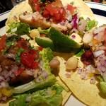 Mexican Dining AVOCADO - チキンタコス 基本2pですが追加可能