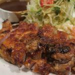 洋食SAEKI - ポークチャップっぽくないビジュアルですが・・・