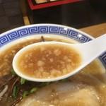 清麺屋 - とこ豚のスープは背脂しっかり