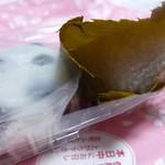 63818558 - 豆餅と桜餅