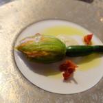 63849882 - ズワイガニとホロホロドリを詰めた花ズッキーニの蒸し物