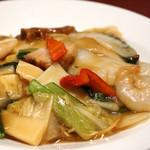 ジョーズ シャンハイ ニューヨーク - 海鮮と季節野菜のあんかけ焼そばセット¥1650