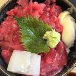 寿司吉 - 中おち丼