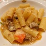 ピッツェリア・サバティーニ - 牛肉のラグーとフレッシュトマトバジリコのリガトーニ