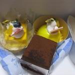 チョコレートショップ - この日はチョコレートではなく並んだケーキの中から数店、それとプリンの詰め合わせを買って帰ってみました。