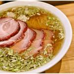 ウミガメ食堂 - チャーシューワンタン麺 1200円 柔らかな甘みを持ったすごく食べやすい醤油ラーメンです。