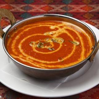 本場インド直送のスパイスを使い、つくられた絶品料理の数々