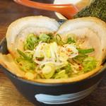 紡 - チャーシュー丼(400円)