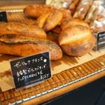 パン屋航路 - ガーリックバターたっぷりで、カリッとした皮としっとりバターが染み込んだパンが最高です!(2017.3.13)