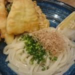 うどんダイニング 弥栄 - 自家製の麺はモチモチ、揚げたての天ぷらもホントに美味しいです♪