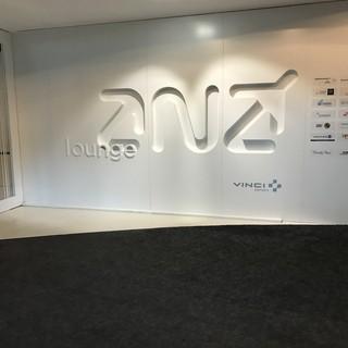 ANA Lounge - これでANA・・・ 読めねえよ!!!