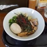 鳥見本 - 『煮干し鶏油そば(味玉付き)』1,000円税込
