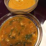 インド料理レストラン パペラ  - ほうれん草と豆カレー、ミックスシーフードカレー