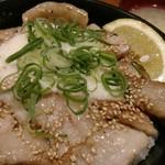 伝説のすた丼屋 - 豚トロとろろネギ塩丼。ちょっと足りなかった。飯マシすれば良かった。
