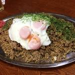 まんぷく処たぬき - 料理写真:ナツメグさんが挑戦の特製デカ盛りそばめし どうやら重量は3.5kg越えのようですゎ