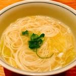 橙 - 料理写真:〆でそうめん(200円)追加で頼みましたがまさかの三輪素麺【白髪】じゃないですか!?
