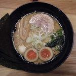麺家 神明 - とんこつ熟玉のせ(醤油)