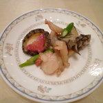 6408662 - 活鮑と車海老の炒め物