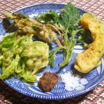百姓屋敷 じろえむ - 山菜の天ぷらの盛り合わせ