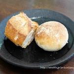 ビストロ オレイユ -   自家製栗のパンとバゲット