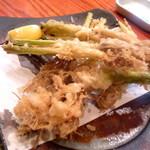 海味 魚がし - セリの根っこの天ぷら。美味しいですよ〜〜。多分季節限定なのでお早めにどうぞ!