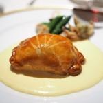 アピシウス - 小鯛のパイ包み焼き アサリのオランデーズソース