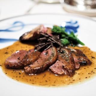アピシウス - 料理写真:国産狩猟真鴨のロースト シャンピニオンデュクセルと黒トリュフ そのジュのソース