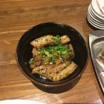 麺作 赤シャモジ - 2017/03/17 香草豚のトンテキ丼 300円