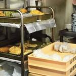 山田製麺所本店 - 製麺所の入り口に併設された立ち食い処
