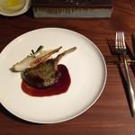 エニェ - 料理写真:仔羊のパン粉焼きと葉玉ねぎのプランチャ 苺風味の赤ワインソース