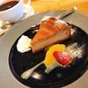 COFFEE & WINE 4832 - 料理写真:4832ブレンドコーヒー と 自家焙煎コーヒーのチーズケーキ