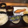 やえす初藤 - 料理写真:焼鮭定食570円に納豆