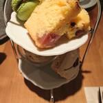 お茶とお菓子まやんち - 桜スイーツ盛り合せ1