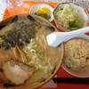 八洲軒 - 料理写真:とんこつラーメンと半チャーハンのセット ¥890-+税