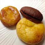 ボンジュール・ボン - りんごのクィニーアマン&生チョコクリーム&メイプルメロンパン