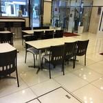 東横INN  - レストラン、チョイ狭いな
