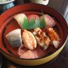 まるよし - 料理写真:上品にまとまった にぎり 江戸前とは違いますが シャリは小さく 美味しくさかなをいただけます 大ぶりなコハダ、ネタの、良いのといい仕事で 美味しかった(^-^)