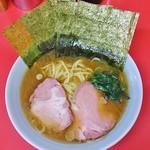 長谷川家 - ラーメン700円麺硬め。海苔増し100円。