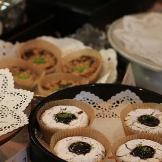 フランス焼菓子 シャンドゥリエ - 料理写真: お店のディスプレイ