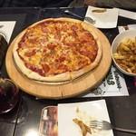スライシーズ - 170102お肉たっぷりピザとハワイアンピザのハーフ&ハーフ2000円