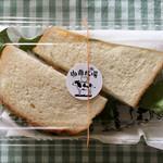 珈琲牧場 - 食べ切れなかった サンドウィッチは お持ち帰り (◍ ´꒳` ◍)b