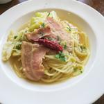 BREAD&DISHES MUGINOKI - 「糸島生パスタ」(1,380円)。ランチはメインにパンバイキング、スープ、サラダ、デザート、ドリンクがセットになっています。