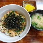 みかさ屋食堂 - 木の葉丼 580円