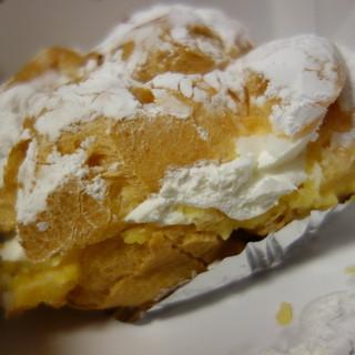 白土屋菓子店 - 料理写真:一番小さなシュークリーム(\291税込み)