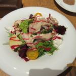 ザ プレイス コウベ - 淡路鶏のグリルとビーツのサラダ