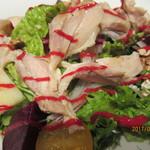 ザ プレイス コウベ - 淡路鶏のグリルとビーツのサラダ、アップ!