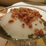 ダヴィンチ - 温卵とホタテのカクテル仕立て松の実入り